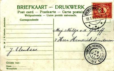 Vroeger werd er vaak geen adres op een poststuk gezet, omdat de postbode iedereen in het dorp toch wel wist te wonen. Zoals op deze ansichtkaart naar iemand in 's-Heer Hendrikskinderen in 1911, met een mooi aankomst-grootrondstempel. (© Jan Oosterboer)