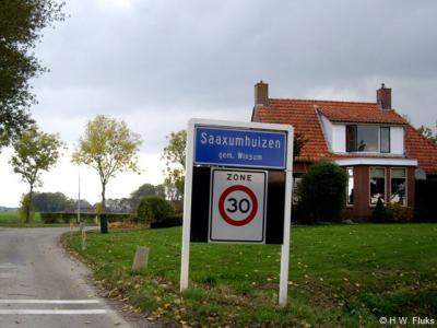 Saaxumhuizen heeft een van de kleinste dorpskernen van ons land: binnen de bebouwde kom staan maar 12 huizen, plus het 13e-eeuwse kerkje natuurlijk.