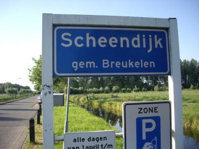 Scheendijk is een buurtschap van Breukelen, sinds 2011 gemeente Stichtse Vecht, en is in tegenstelling tot de meeste andere buurtschappen in ons land zodanig dichtbebouwd dat het een 'bebouwde kom' en dus blauwe plaatsnaamborden (i.p.v. witte) heeft.