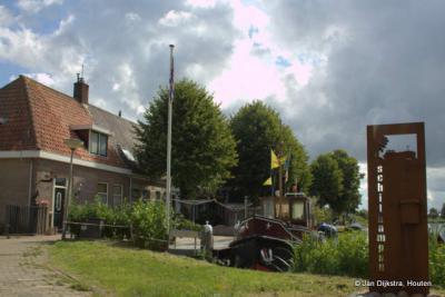 Schilkampen is een buurtschap in de provincie Fryslân, gemeente Leeuwarden.