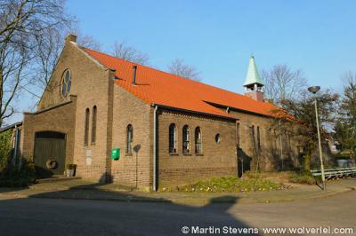 De Schipperskerk, waar het later hierbij gegroeide gelijknamige dorpje naar genoemd is. Sóms zijn naamsverklaringen van plaatsen makkelijk: dit betrof oorspronkelijk inderdaad een kerk voor schiippers.
