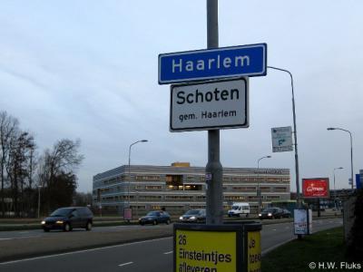 In 2005 heeft Schoten plaatsnaamborden gekregen langs de randen van de voormalige gemeentegrens