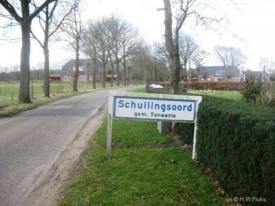 Vroeger had de plaats Schuilingsoord eigen blauwe plaatsnaamborden (komborden), dus een eigen bebouwde kom. Tegenwoordig ligt het in de bebouwde kom van Zuidlaren en staat in de omgeving verder nog slechts één wit bord Schuilingsoord. Dit dus.