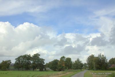 Vanuit Siegerswoude kijken we hier in zuidelijke richting.