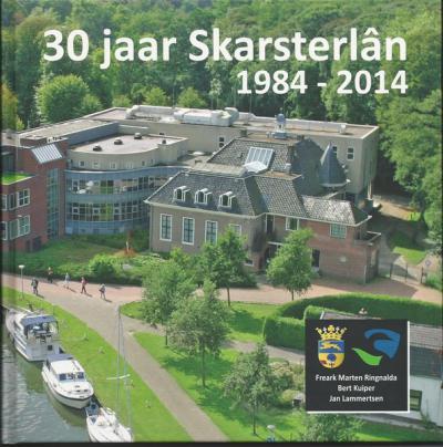De gemeente Skarsterlân heeft precies 30 jaar bestaan. Als aandenken aan de gemeente heeft zij het boek 'Skarsterlân 1984-2014' laten maken, dat zij als 'afscheidscadeau' aan de inwoners heeft aangeboden.