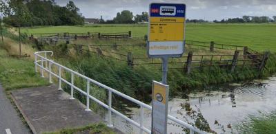 Helaas heeft op enig moment iemand bij de busmaatschappij bedacht dat de naam van de bushalte gewijzigd moest worden in Zijlvesterweg. Wij willen bushalte Slaperstil - nota bene direct gelegen naast de voormalige til - terug! (© Google StreetView)