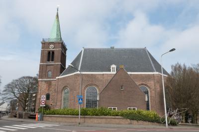 Het oudste rijksmonument van Sliedrecht, de imposante Hervormde (PKN) Grote Kerk, dateert uit 1763. In dat jaar vond, na een brand, een herbouw van de kerk plaats. (© Joost Verweij / https://alblasserwaardfotograaf.nl)