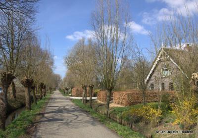De Smalle Themaat is een niet zo lang pad maar wel zeer landelijk, met mooie, oude boerderijen.