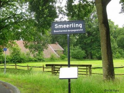 Smeerling is een buurtschap in de provincie Groningen, in de streek Westerwolde, gem. Stadskanaal. T/m 1968 gem. Onstwedde. De buurtschap is benoemd tot 'beschermd dorpsgezicht'. Terecht dat men daar trots op is en dat op de plaatsnaamborden vermeldt.