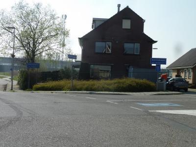 Als je vanaf de Charloisse Lagedijk de Heulweg in gaat, verlaat je de bebouwde kom van Rotterdam en kom je direct de bebouwde kom van de gemeente Barendrecht binnen, en daarbinnen de buurtschap Smitshoek. (© Acronius van der Zweep)
