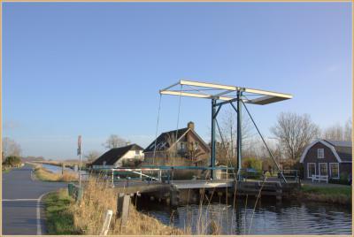 Zicht op de Hoek van Spengen vanaf buurtschap Geer, met ophaalbrug over de Geer. (© Jan Dijkstra, Houten)