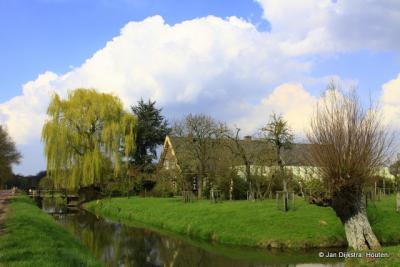 In Steenen Brug zie je de ene na de andere mooie boerderij.