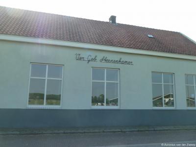 Aan het schoolpein in buurtschap Steenenkamer bij Putten ligt ook Verenigingsgebouw Steenenkamer