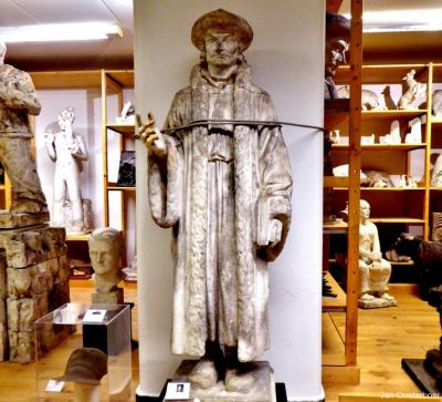 In Villa Rams Woerthe is het Hildo Krop Museum gevestigd. Deze beeldhouwer heeft vele beelden gemaakt, waaronder een standbeeld van Erasmus bij het Vredespaleis in Den Haag. Dit is een voorstudie ervan, te zien in het Hildo Krop Museum.