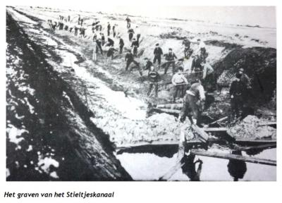 Het Stieltjeskanaal is in 1884 gereedgekomen en is door 300 mannen in enkele jaren tijd met de hand gegraven (d.w.z.: met schop en kruiwagen) (bron: 'De families Smit en Kiwiet in Radewijk. 150 jaar boerenstand op de Vossebelt 1876-2015, Johan Smit, 2015)