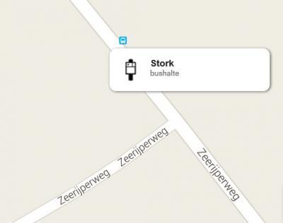 Een piepkleine buurtschap als Stork, met maar vijf huizen, heeft natuurlijk geen voorzieningen, behalve mooi wél een eigen bushalte aan beide zijden van de Zeerijperweg. Kun je aan de bushalteborden tenminste nog zien dat je er bent aangekomen...