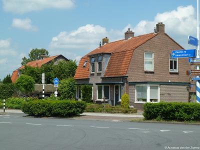 Dit zijn misschien wel de bekendste huizen van Stoutenburg, want ze liggen precies aan de drukke T-splitsing van de Hessenweg (Amersfoort-Achterveld) met de Horsterweg naar Leusden.