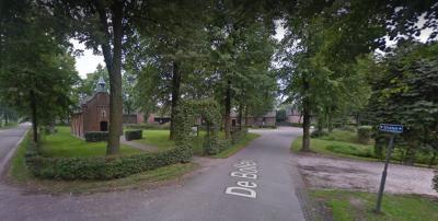 Straten is een buurtschap in de provincie Noord-Brabant, gemeente Oirschot. De buurtschap valtonder het dorp Oirschot. De buurtschap heeft geen plaatsnaamborden, waardoor je alleen aan de gelijknamige straatnaambordjes kunt zien dat je er bent aangekomen.