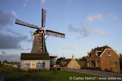 Streefkerk, molen De Liefde is in september 2010 enkele weken versierd geweest met gebreide lapjes. Voor toelichting zie de link in de tekst.