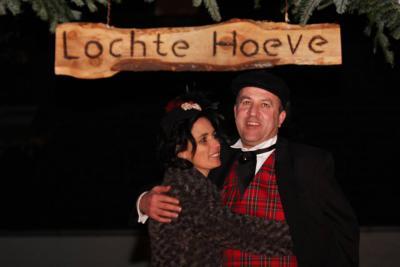 Hans en Renske van der Locht uit buurtschap de Strepen waren het Boerenbruidspaar 2016 van Volkel. Als cadeautje hebben zij o.a. een fraai bord met de naam van hun hoeve aan de gevel gekregen.