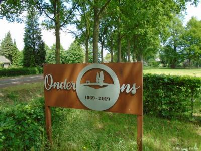 En in 2019 is een mooi bord van Buurtvereniging Onder Ons geplaatst in het perkje in buurtschap Strepen t.g.v. het 50-jarig bestaan van de buurtvereniging in dat jaar.