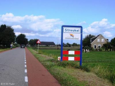 Streukel is een buurtschap in de provincie Overijssel, in de streek Salland, gemeente Zwartewaterland. T/m 31-7-1967 gemeente Zwollerkerspel. Per 1-8-1967 over naar gemeente Hasselt, in 2001 over naar gemeente Zwartewaterland.