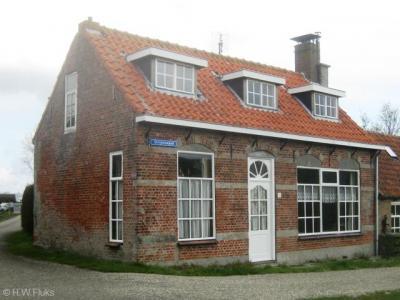 Strijenham, woning op de hoek van het Strijensepad en de Havenweg (© H.W. Fluks)