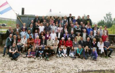 't Loo, bijna de complete buurtschap op de foto tijdens de viering van het 35-jarig bestaan van de Buurtverereniging in 2010.