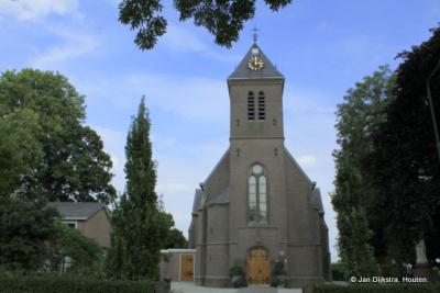 De RK inwoners van 't Goy zijn door de protestanten enkele eeuwen van hun kerk beroofd geweest, waardoor ze in Schalkwijk naar de kerk moesten. Sinds 1871 heeft het dorp weer een eigen RK kerk.