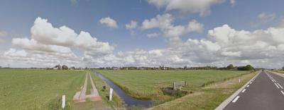 Het lijkt erop dat de inwoners van buurtschap 't Heechhout niet gevonden willen worden. Geen plaatsnaambordjes, en zo te zien ook geen straatnaambordjes. Vermoedelijk niet bij het voetgangersbruggetje vanuit Wjesryp, en sowieso niet hier vanaf de N384...