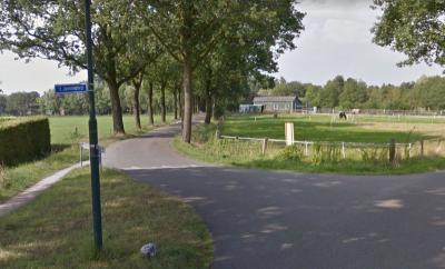Buurtschap 't Jannendorp heeft geen plaatsnaamborden, zodat je slechts aan de gelijknamige straatnaambordjes kunt zien dat je er bent aangekomen. (© Google)