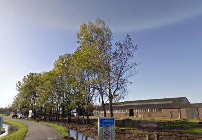Hier kom je niet het dorp Zunderdorp binnen, maar de buurtschap 't Nopeind. Kleine moeite toch om daar een wit bordje 't Nopeind onder te monteren? Zoals men bijv. bij Stolwijkersluis 'in' Gouda wél heeft gedaan. (zie www.plaatsengids.nl/stolwijkersluis)