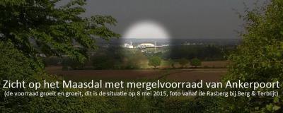 Zicht op het Maasdal vanaf de Rasberg, met duidelijk zichtbaar de enorme voorraad mergel bij de fa. Sibelco anno mei 2015. Zie verder bij Recente ontwikkelingen. (© SVP/www.facebook.com/geengat)