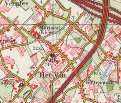 In de jaren zeventig is 't Ven nog voornamelijk lintbebouwing aan de Schoolweg (met Klooster Mariadal en de in 1966 gereedgekomen RK kerk), en eromheen nog veel kassen die de jaren daarna verdwijnen om plaats te maken voor woningbouw.