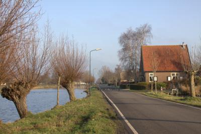 Ook in buurtschap Teckop staan veel wilgen langs de wetering. (© Jan Dijkstra, Houten)