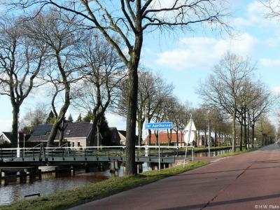 Ter Apelkanaal is een dorp in de provincie Groningen, in de streek en gemeente Westerwolde. T/m 2017 gemeente Vlagtwedde.