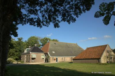 Een statige boerderij in Ter Idzard