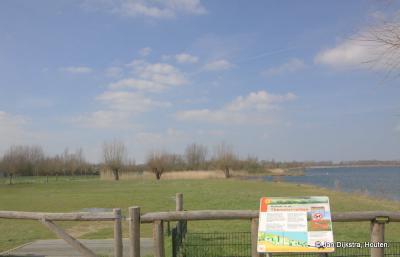 Thematervelden is een nieuw natuurgebied tussen buurtschap Themaat en de Haarrijnse Plas. Op een informatiepaneel ter plekke kun je lezen wat er zo bijzonder aan is.