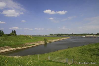 Het Inundatiekanaal bij Tiel komt uit in de Waal