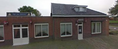 Café Zaal Buitenlust (lokaal bekend als 'Jan van Keeje') is het de facto buurthuis van buurtschap Tiggelt. Ook Luchtbuksgilde St. Willibrordus, lokaal beter bekend als 'De Guld van Tiggelt', vindt er al sinds haar oprichting in 1931 gastvrij onderdak.