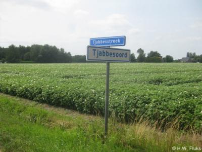 De buurtschap die tot voor kort bekend stond als Tjabbesstreek (o.a. in de atlassen en op de straatnaamborden) is, getuige recent geplaatste plaatsnaamborden, hernoemd in Tjabbesoord.