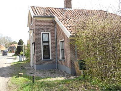 Langen / Zwiep, tolhuis van de Langense tol, die was ingesteld om de rond 1858 aangelegde grindweg van Lochem naar Ruurlo te financieren.