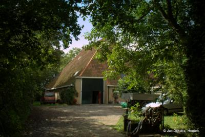 """Boerderij """"Great Tsjaerd"""", op een huisterp in Tjaard."""