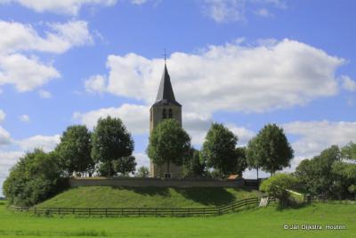 De toren van de in 1905 afgebroken Hervormde kerk van Easterwierrum (tegenwoordig gelegen in de buurtschap Tsjerkebuorren) op een deels afgegraven terp. Naast de toren is ook het kerkhof bewaard gebleven.