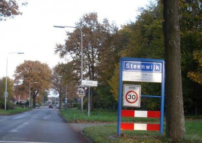 Tuk is een dorp en een formele woonplaats, maar ligt qua bebording ter plekke binnen de bebouwde kom van de stad Steenwijk. Beetje curieus...