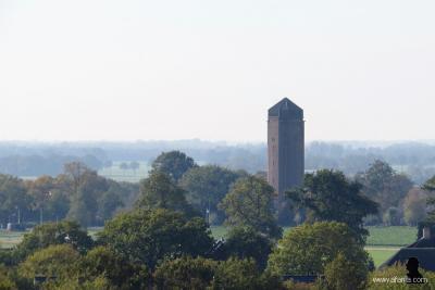 De rijksmonumentale watertoren van Tuk dateert uit 1931 en is niet meer in gebruik (© https://afanja.com)