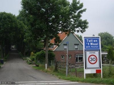 Tull en 't Waal is een dorp in de provincie Utrecht, in de regio Kromme Rijnstreek, en daarbinnen gelegen op het Eiland van Schalkwijk, gemeente Houten. Het was een zelfstandige gemeente t/m 1961.