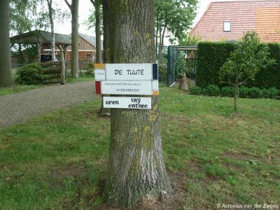 In buurtschap Tuute is o.a. atelier De Tuute gevestigd, in de gelijknamige boerderij. Welk een toeval als je schilder bent en Schilderink heet! Of zouden de voorouders van deze mevrouw ook al schilder zijn geweest en daarom deze achternaam hebben gekozen?