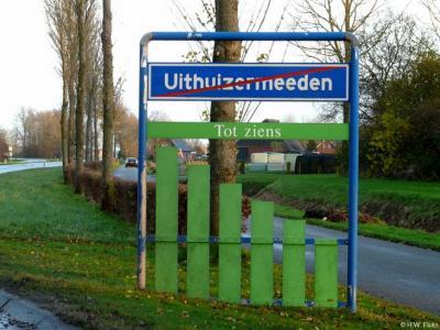 Uithuizermeeden is een dorp in de provincie Groningen, in de streek Hoogeland, gemeente Het Hogeland. Het was een zelfstandige gemeente t/m 1978. In 1979 over naar gemeente Hefshuizen, in 1990 over naar gem. Eemsmond, in 2019 over naar gem. Het Hogeland.