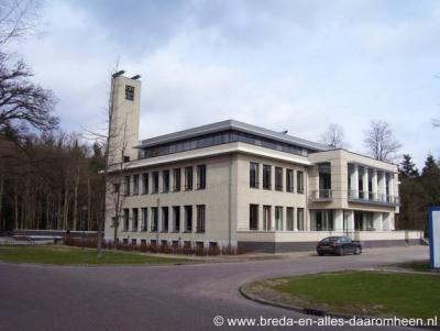 Ulvenhout, voormalig gemeentehuis